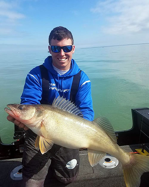 Lake erie charter rates blue dolphin walleye charters for Lake erie perch fishing charters